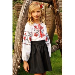Детская вышиванка с красно-черной вышивкой для девочки