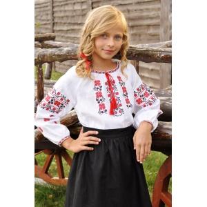 Белая вышиванка с красно-черным орнаментом для девочки