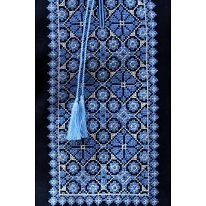Мужская рубашка из льна глубокого синего оттенка с выразительной вышивкой