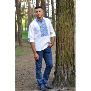 Современная рубашка-оберег белая из льна с выразительной вышивкой