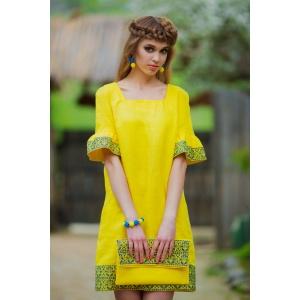 Платье желтое с вышивкой в национальном стиле