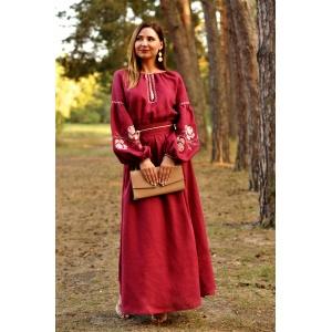 Нарядное платье в пол с вышитыми розами