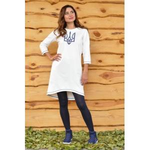 Трикотажное платье с вышивкой молочное