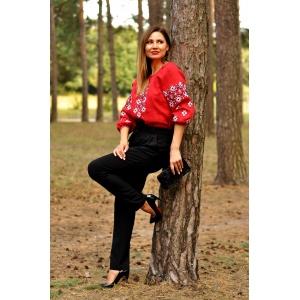 Стильная красная вышиванка для яркой женщины