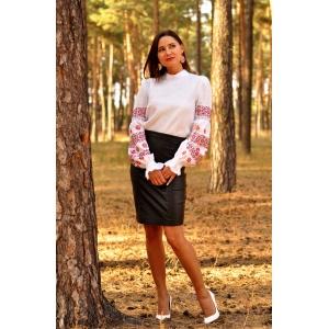 Женская вышиванка белая с традиционной украинской вышивкой