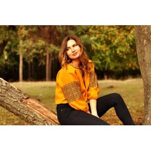 Женская блуза горчично-желтая с выразительной вышивкой