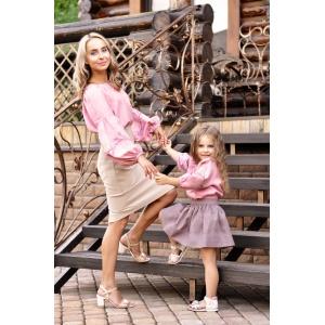 Комплект вышиванок для мамы и дочки из натуральной ткани с вышитыми розами